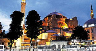 "Hagia Sophia: Recording of seven years, from the ""chained minarets"" to ""Friday prayer"""